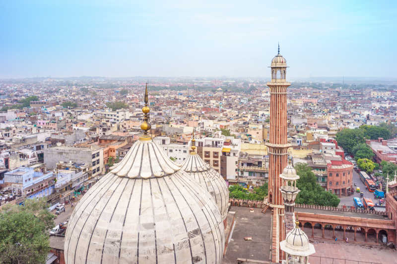 从贾玛清真寺屋顶看德里老城区的城市景观