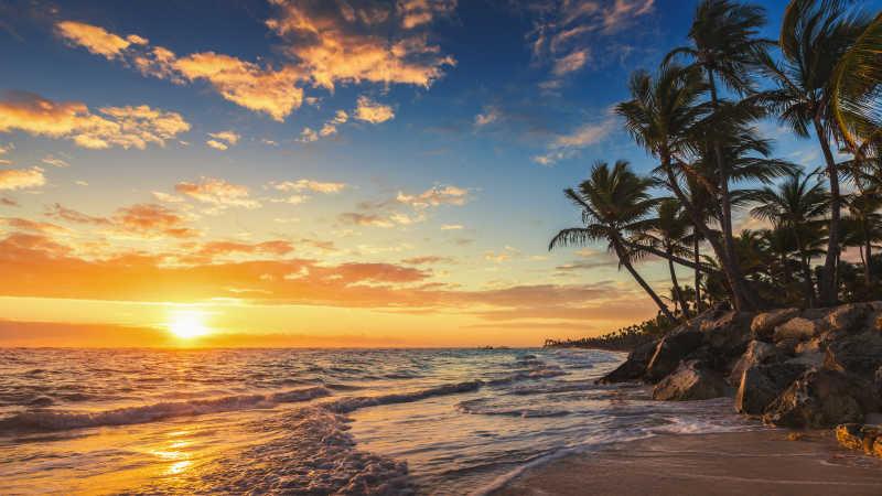 热带岛屿海滩日出风景