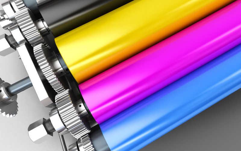 现代印刷机的维修人员图片素材_印刷设备维修人员照片