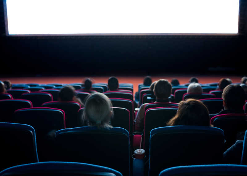 观众在电影院看电影