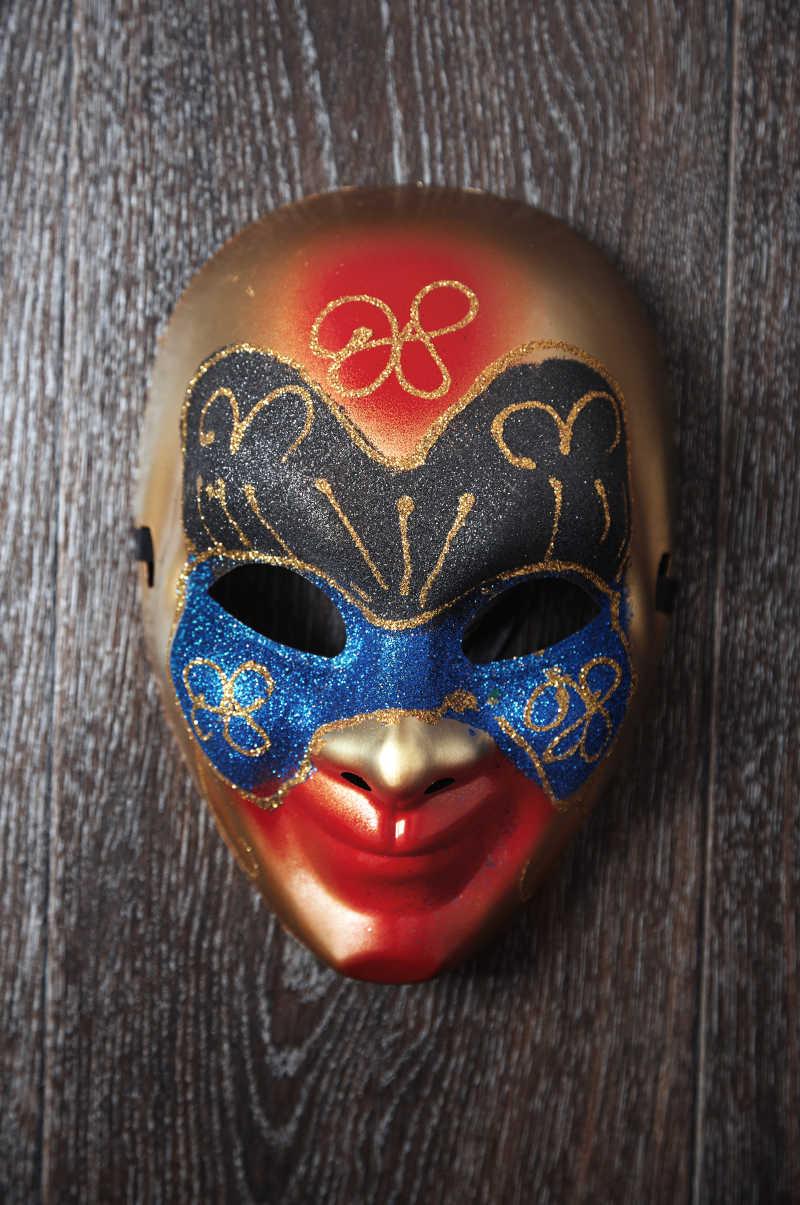 矢量蓝色背景上的威尼斯面具