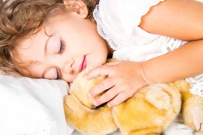一位睡觉的女孩
