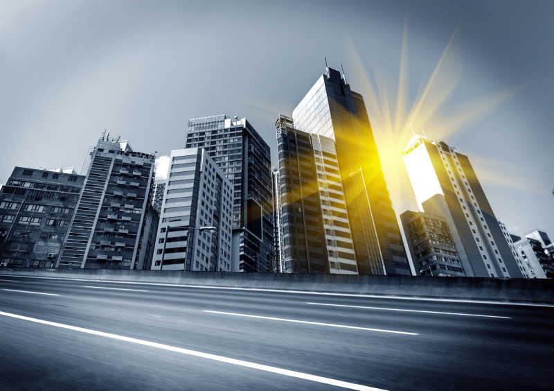一抹阳光下的摩天大厦