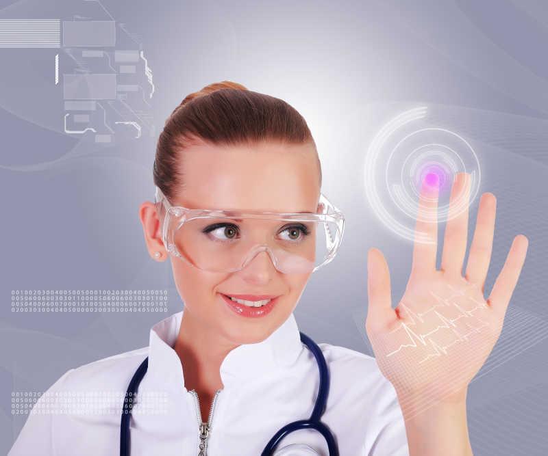 操纵虚拟按钮的年轻女护士