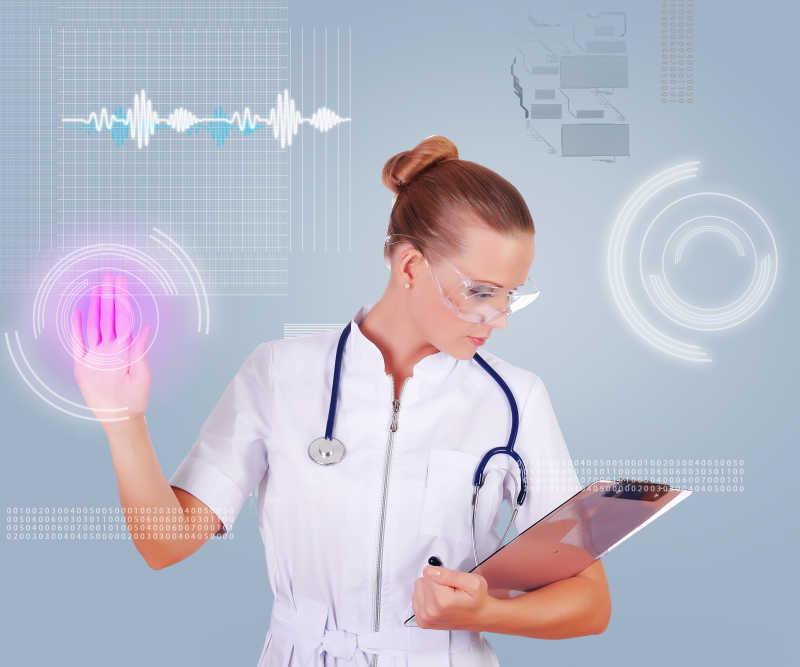点击虚拟按钮的年轻女护士