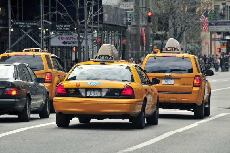纽约街头的出租车