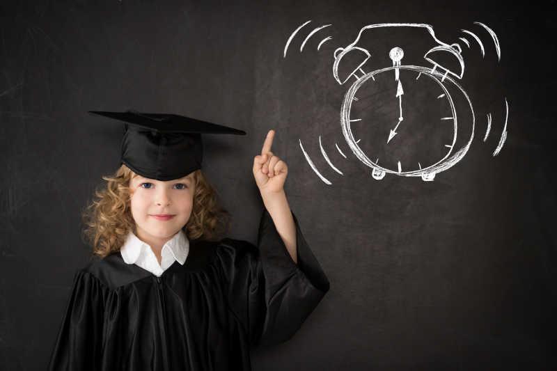 矢量的可爱小孩插图设计图片素材_拿着空白横幅的小孩