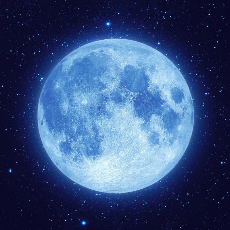 夜空中有星星的蓝色满月