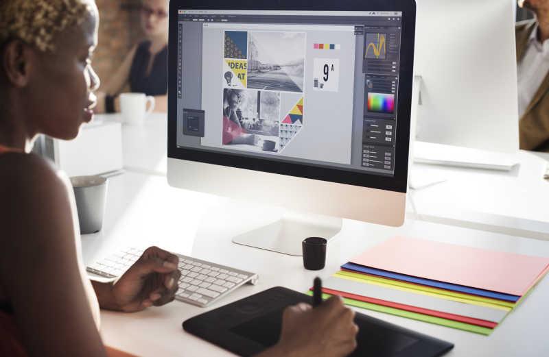 使用平板电脑的人图片素材_使用平板电脑的男人照片