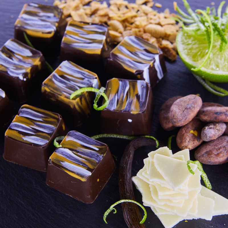 巧克力漩涡图片素材_浓稠的巧克力漩涡背景照片_jpg