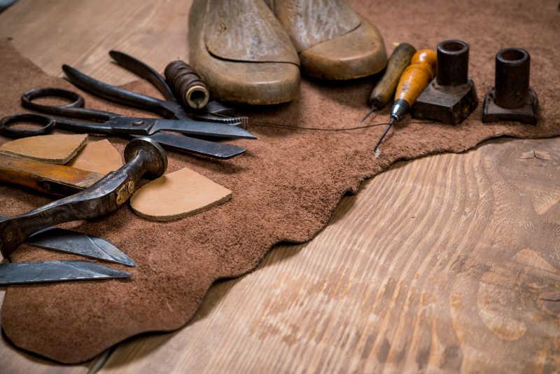 手工制作工具图片素材_皮匠工人的工具箱照片_jpg格式