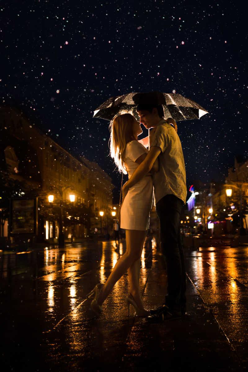 雨中接吻的情侣