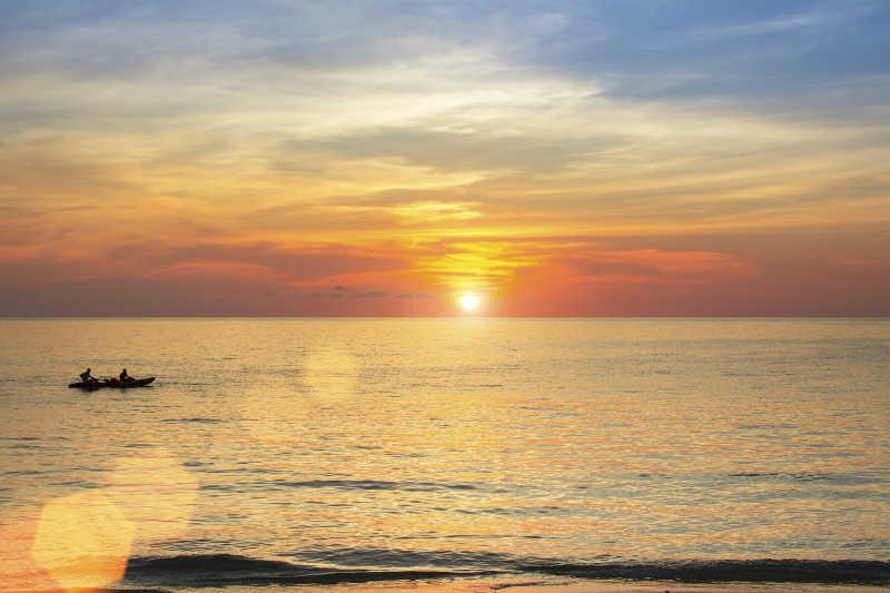 海面上的美丽日落