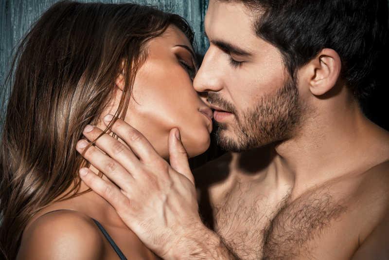 充满激情的诱惑之吻