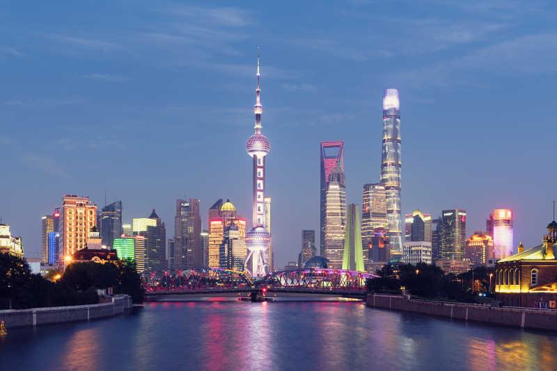 上海东方明珠金融中心大厦天际线