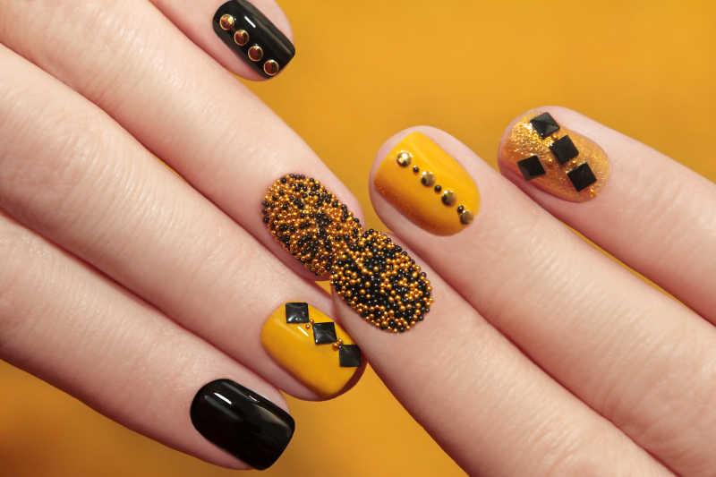 黄黑亮色靓丽的指甲