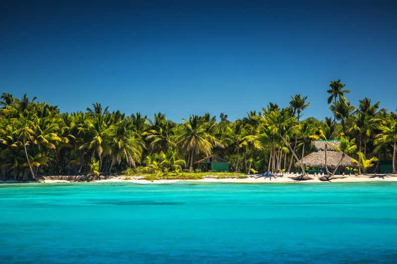 海滩风景图片素材_美丽的海滩上的风景照片_jpg格式