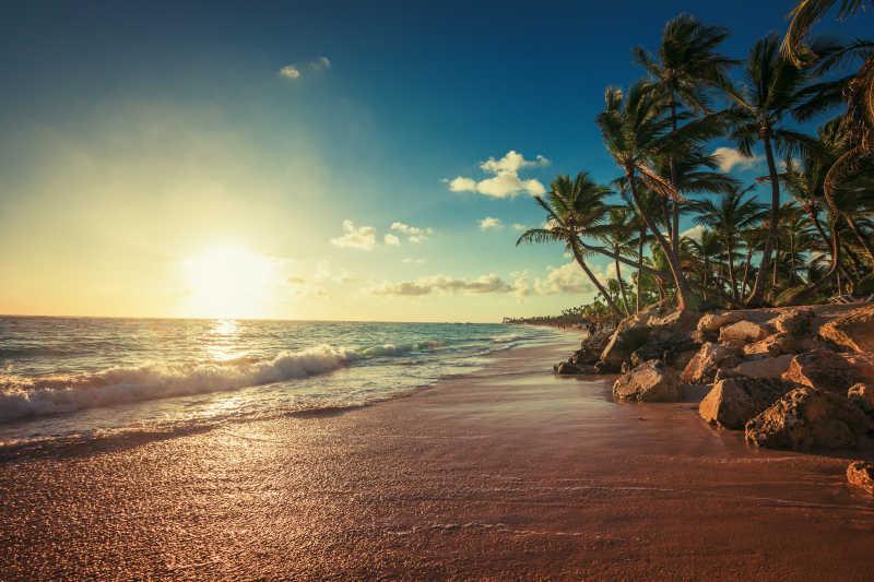 美丽海滩全景图片素材_美丽的海滩与岩石风景照片_jpg