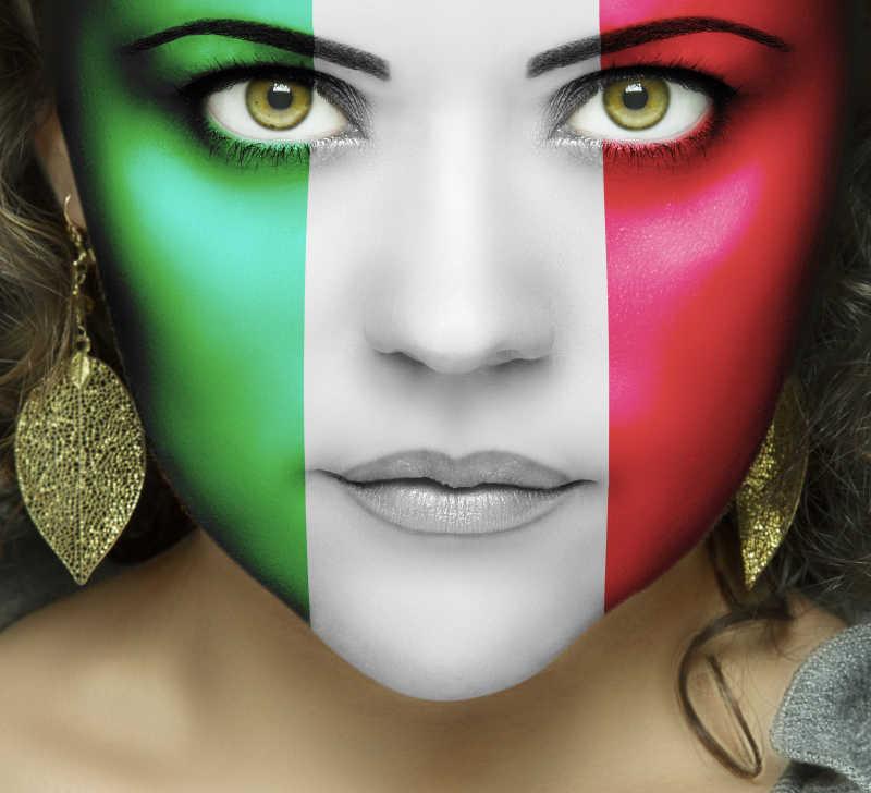 美利坚合众国国旗上的绿眼睛的女人的脸