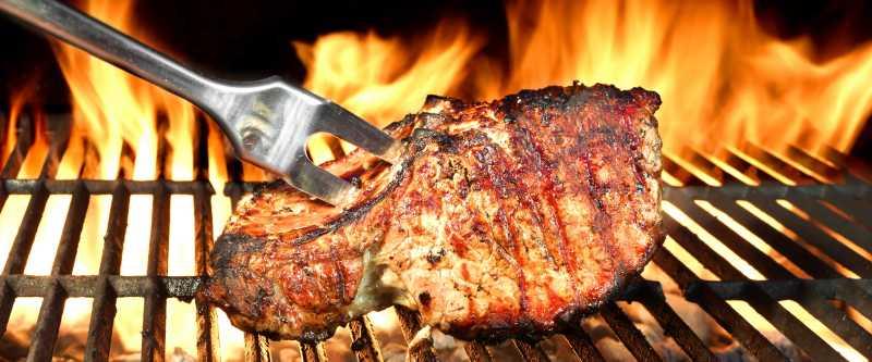 放在烤肉烤架上的猪排图片 烤猪排放在烤肉烤架上素材 高清图片 摄影照片
