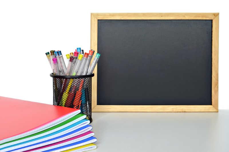 首页 图片 - 矢量的卡通小男孩插图   矢量上学相关的图标设计插图