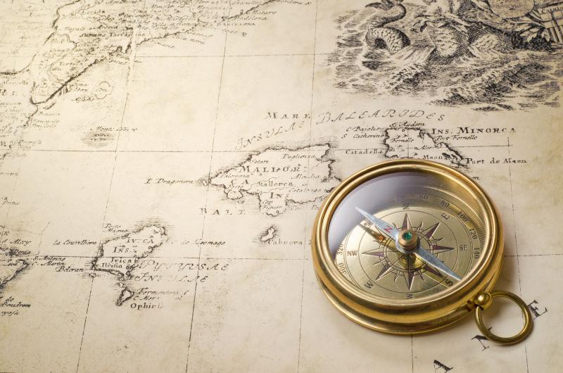 创意矢量黑色的手绘指南针图标