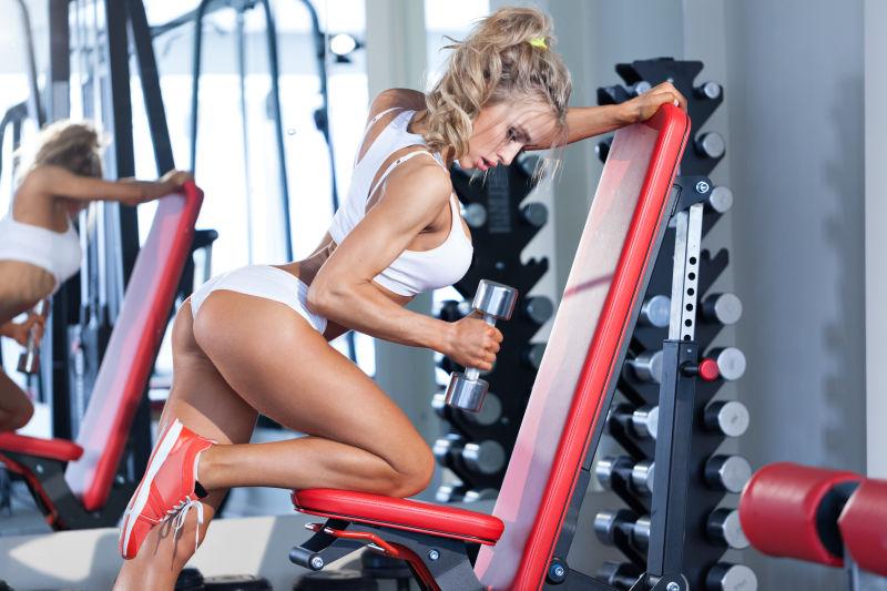 健身房性感的女性
