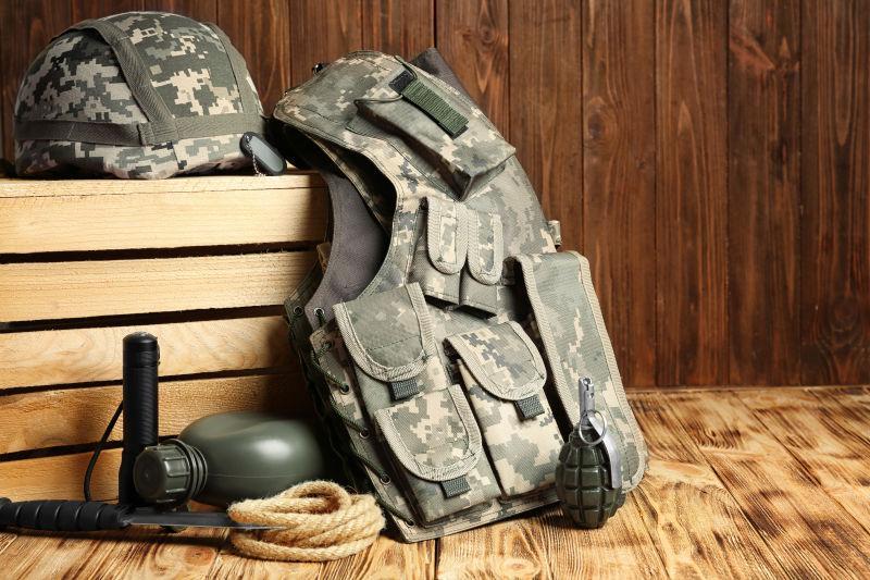 武器背景手绘木板