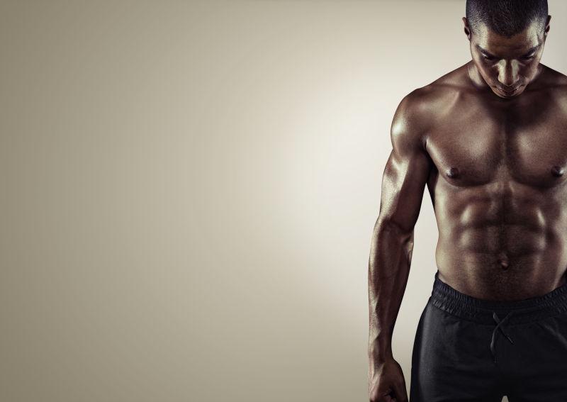 非洲男子的健壮肌肉