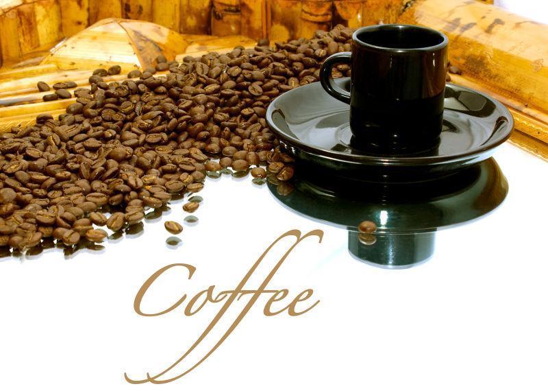 黑色的咖啡杯和咖啡豆