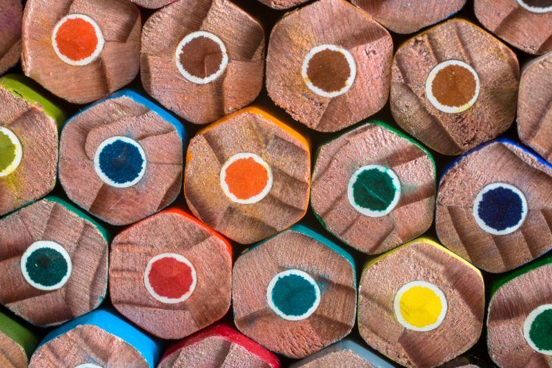 彩色铅笔的另一头