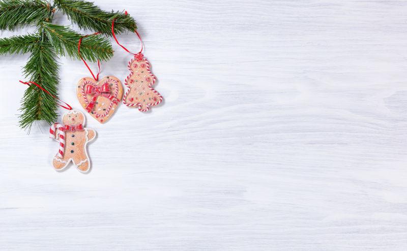 白色背景下的圣诞姜饼