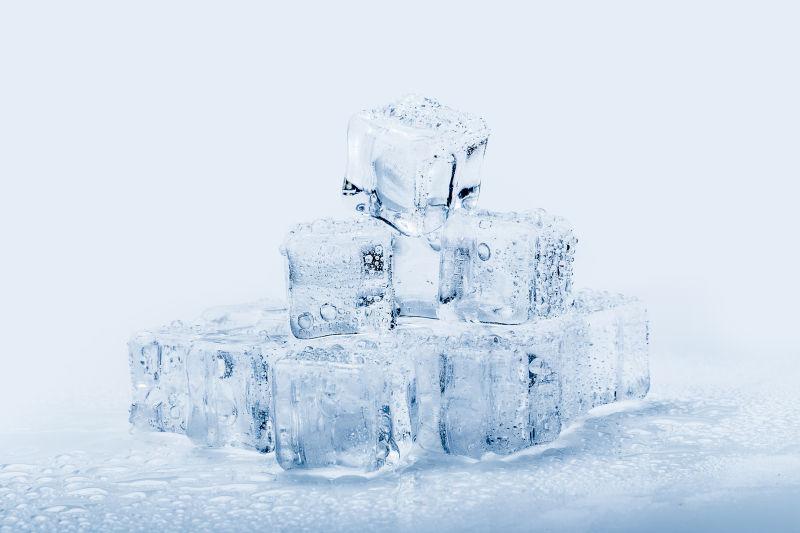 透明冰块堆