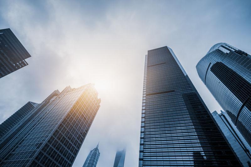 中国上海低角度景观摩天楼