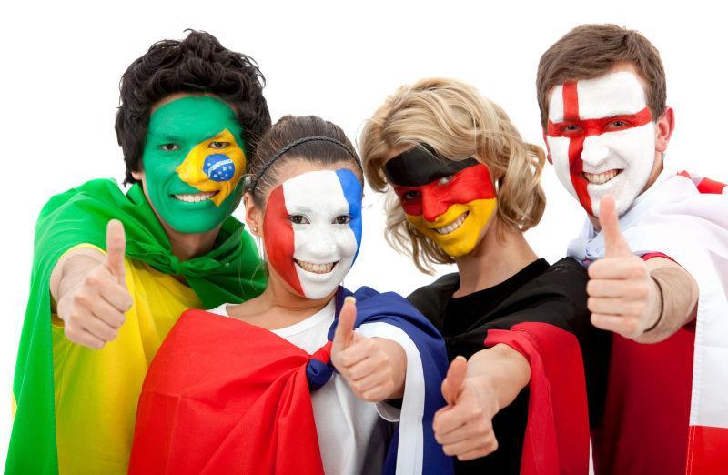 一群快乐的国际足球迷
