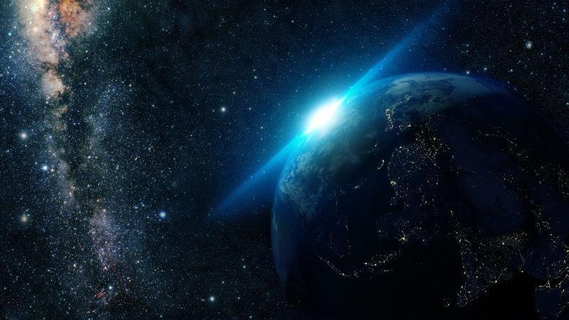 银河系太空中的落日和地球