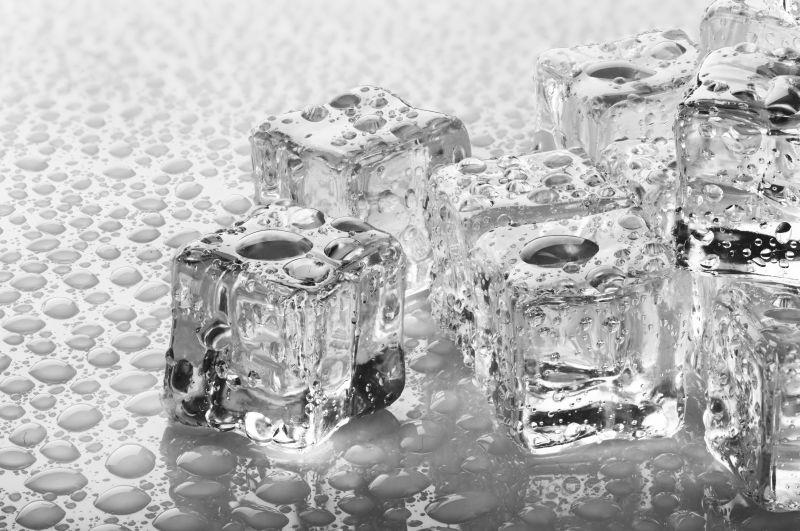 晶莹透明的冰块