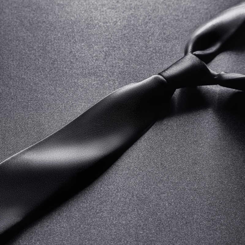 黑色领带特写
