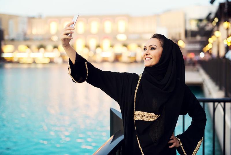 阿拉伯妇女自拍。