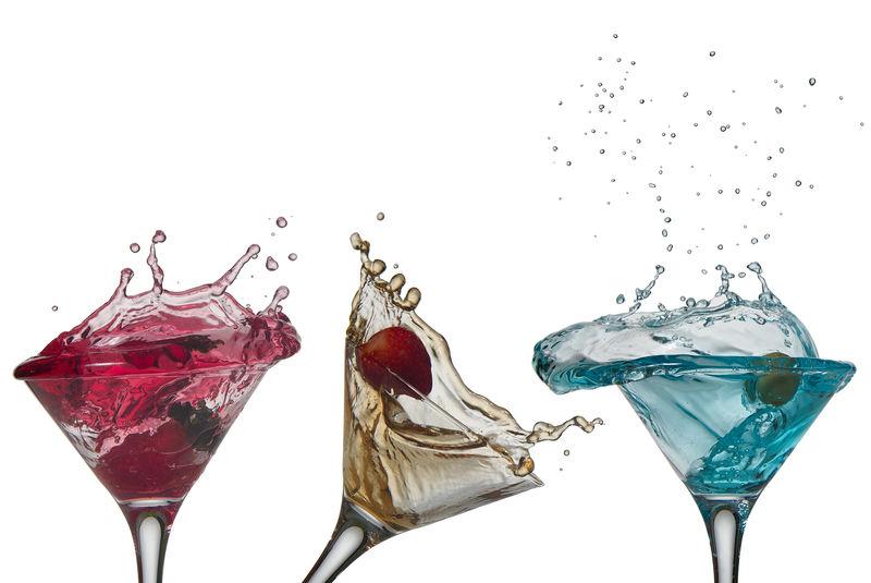 白底鸡尾酒色斑系列。免费杯子
