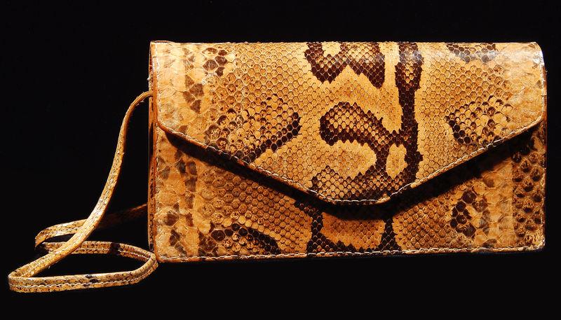 鳄鱼和蛇手工制作的产品