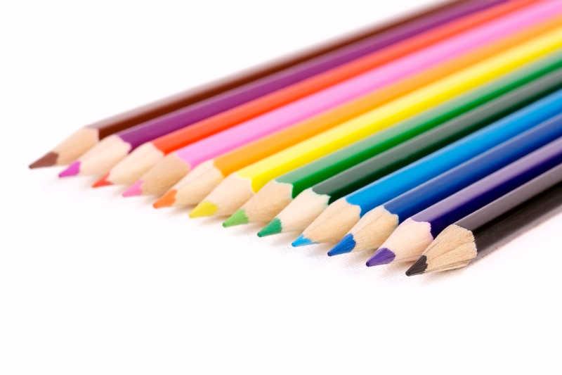一排彩色铅笔