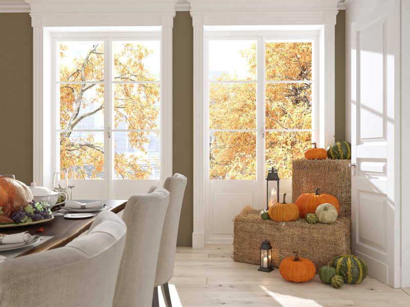 感恩节南瓜装饰餐桌