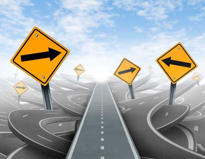 箭头指向一条直线的成功道路概念