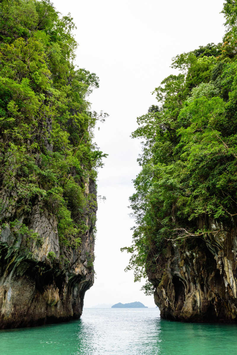 美丽的泰国甲米红岛大岩海