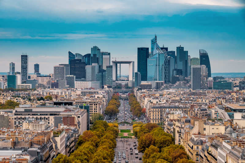 秋天的巴黎城市街道