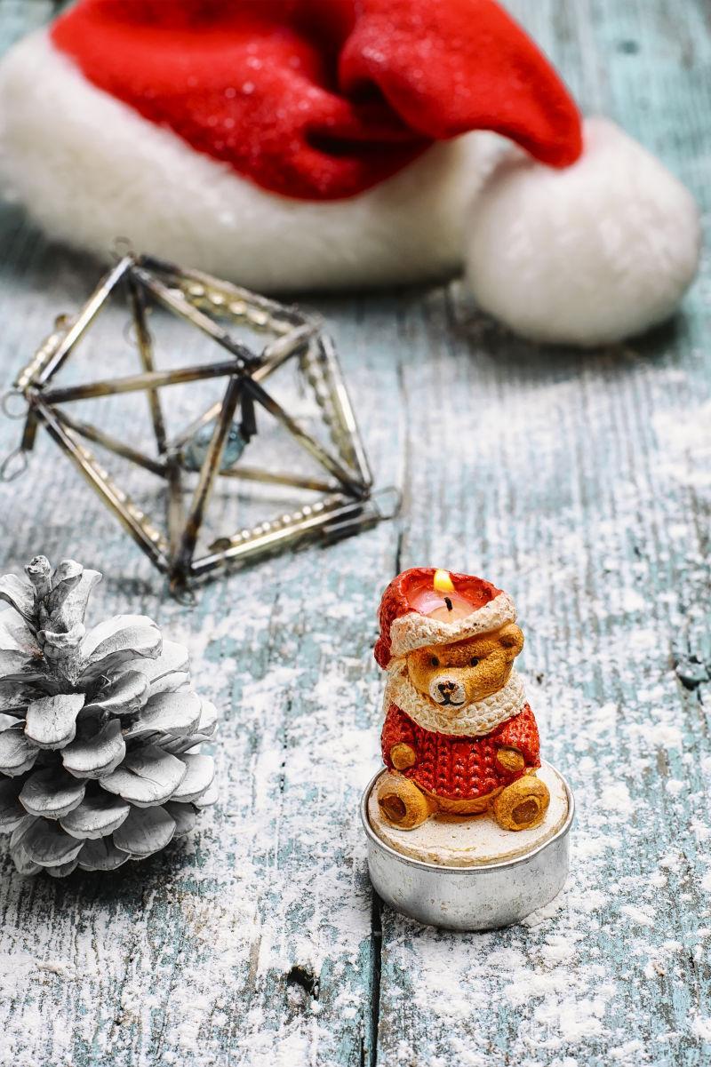 熊形圣诞蜡烛和圣诞树玩具
