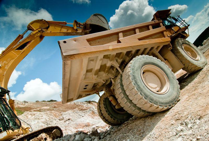 采石场推土机的挖掘机