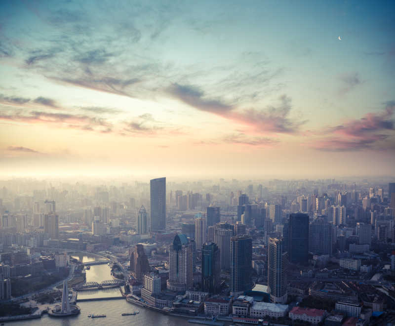 傍晚的城市鸟瞰图