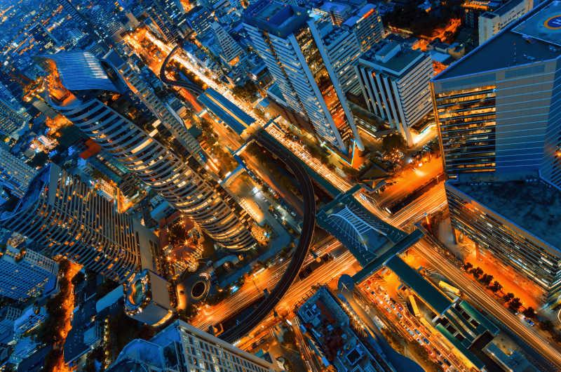 夜晚的城市高楼大厦鸟瞰图